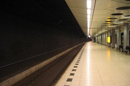 schiphol train station