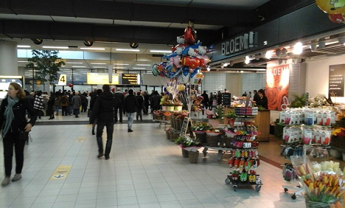 arrival hall schiphol amsterdam