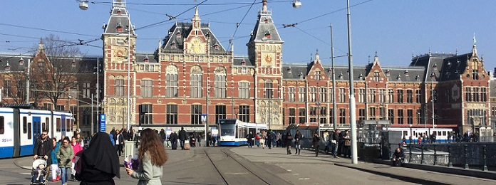 Amsterdam hotels museums and attractions for Train hotel amsterdam